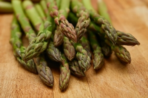 Fresh green asparagus attracts many visitors to the weekly farmers market in Lehel.