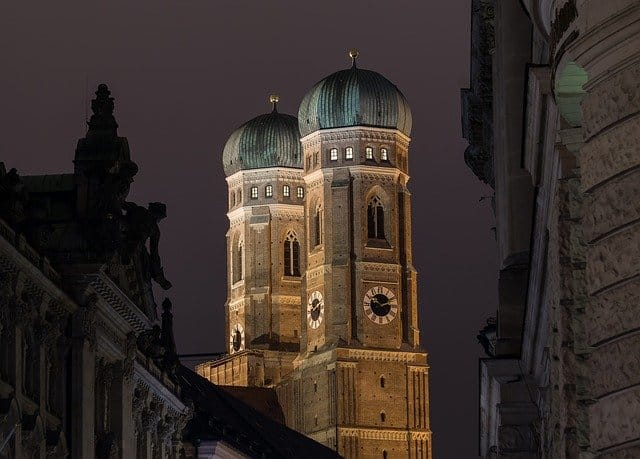 At the Long Night of Music you can also get a beautiful view of Munich's sights at night and with musical background, like the Frauenkirche.