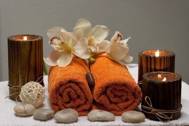Towels and candles are part of the wellness programmes in Munich and its surroundings.