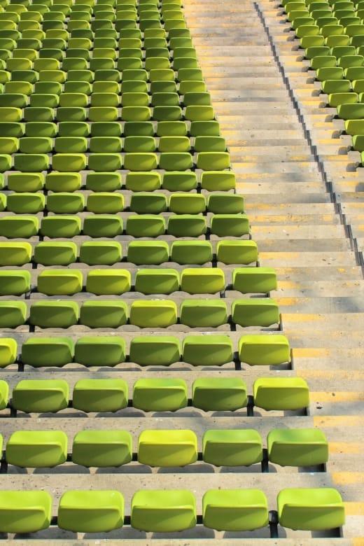 Leere Sitze im Münchner Olympia Stadion wegen des Lockdowns